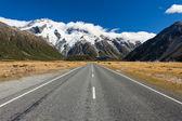 Road leading into Aoraki Mt Cook National Park NZ — Stock Photo