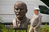Lenin bust and man — Stock Photo