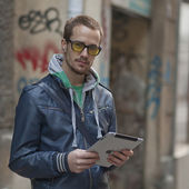 Man On Street Use Ipad Tablet Computer — Stock Photo