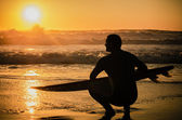 Surfer watching the waves — Stockfoto