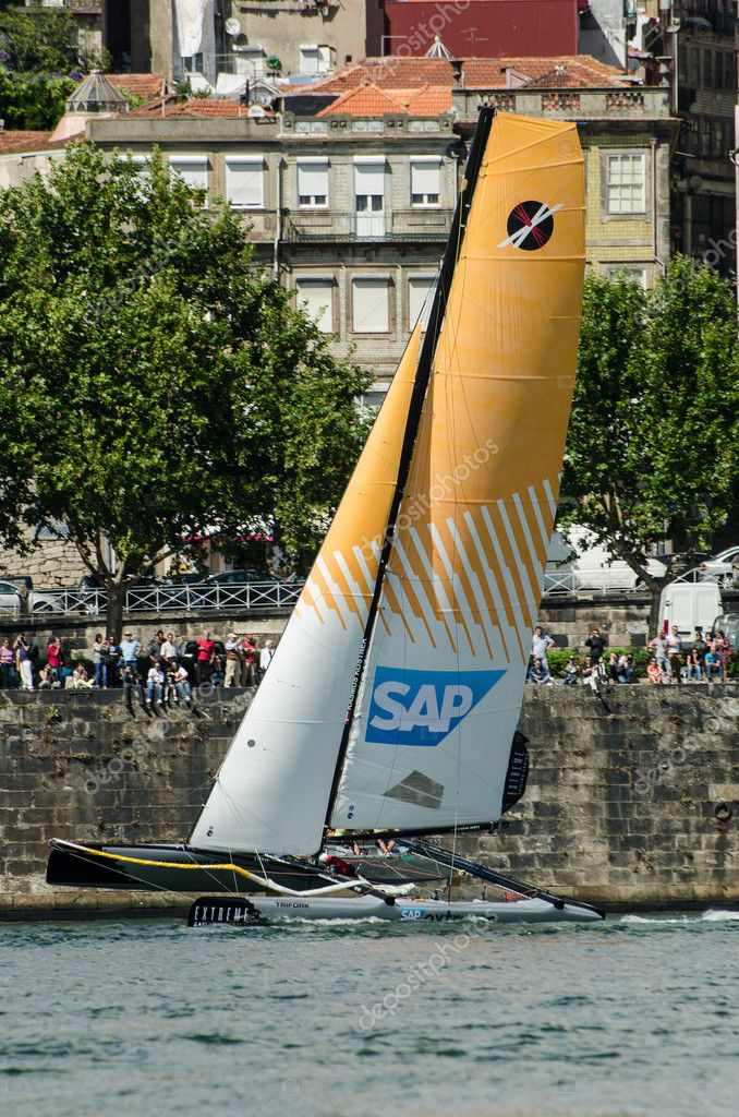 PORTO, PORTUGAL - JULY 07: SAP Extreme Sailing Team compete in the Extreme Sailing Series boat race on july 07, 2012 in Porto, Portugal. — Stock Photo #11537224