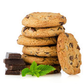 Biscuits aux brisures de chocolat avec des pièces de chocolat — Photo