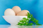 Tres huevos en el tazón de fuente — Foto de Stock