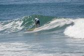 Surfista durante la primera etapa del campeonato nacional de longboard — Foto de Stock
