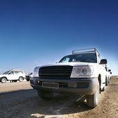 Jeep auf der straße — Stockfoto