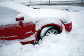 Car covered with snow — ストック写真