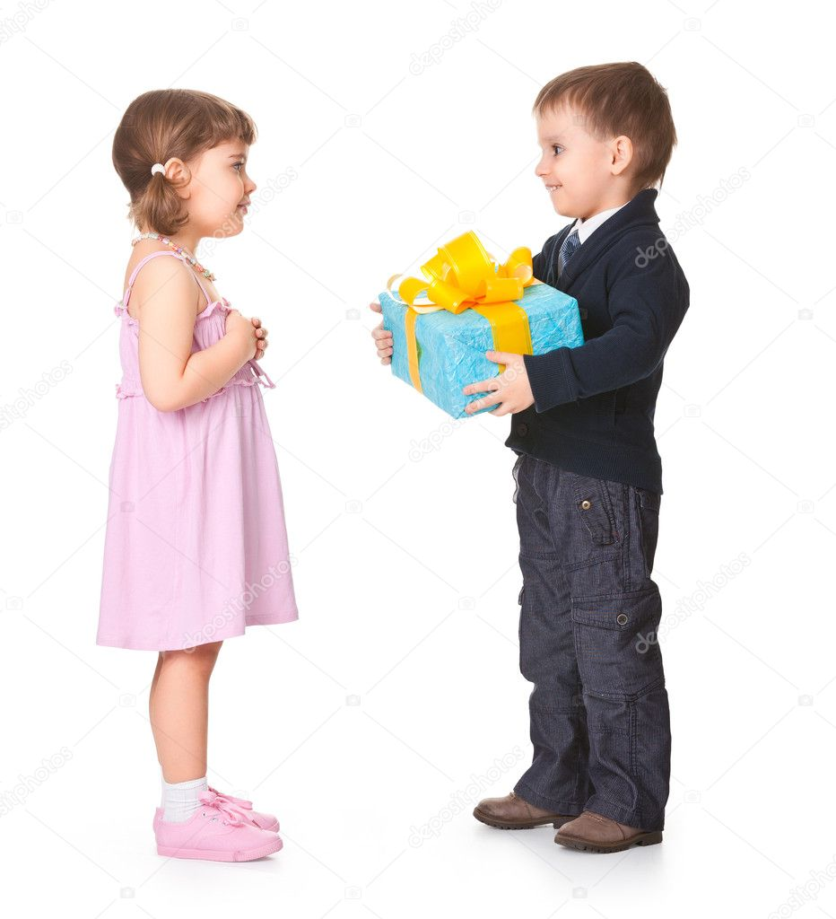 Boy gives girl a gift, surrounded by a white background — Stock Photo #11251715