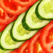 Row sliced tomatoes and cucumbers. - Zdjęcie stockowe