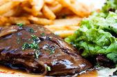 Soczysty stek wołowiny — Zdjęcie stockowe