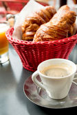 Coffee and croissants — 图库照片