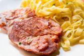 Pâtes et porc — Photo