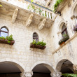 Courtyard of tenement house - Trogir, Croatia. — Stock Photo
