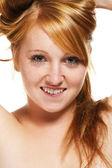 Retrato de uma menina ruiva, levantando o cabelo — Foto Stock