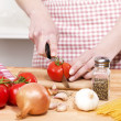 Closeup of hands cutting tomatoes — Stock Photo