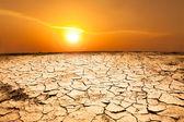 Kuraklık kara ve hava sıcak — Stok fotoğraf