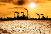 Raffineria con il concetto di riscaldamento globale e fumo — Foto Stock