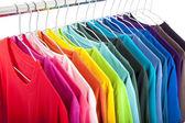 Verscheidenheid van casual shirts op hangers — Stockfoto