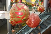 Shopping center decorated with christmas ornaments — Stock Photo