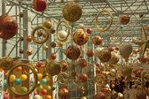 Shoppingcentret dekorerad med christmas ornament — Stockfoto