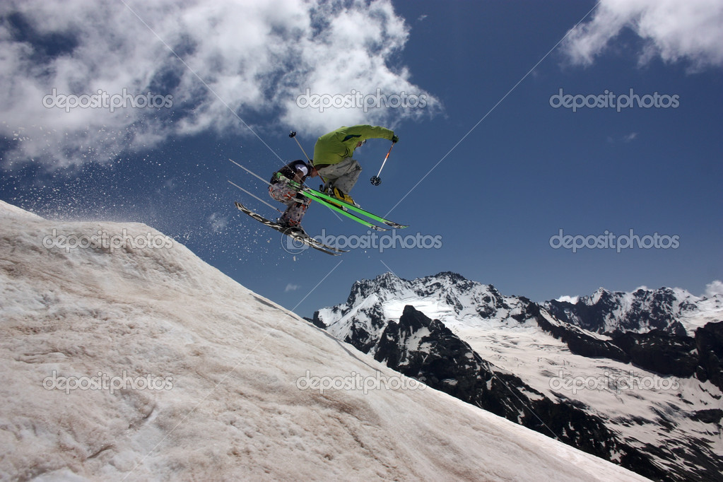Skiers in mountains — Stock Photo #11246582