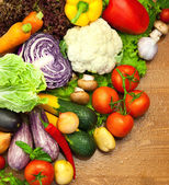 Assortment of fresh Organic Vegetables / on the Wooden Desk — Foto Stock