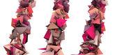 Crescendo astratto 3d rosa drogata forma su bianco — Foto Stock
