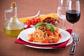 Spaghetti with tuna, cherry tomatoes and capers. — Stock Photo