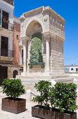 Památník na výzvu v barletta. Puglia. Itálie. — Stock fotografie
