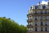 Typical Parisian building — Stock Photo