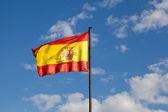 İspanyol bayrağı mavi gökyüzü — Stok fotoğraf