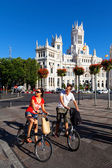 Tourists visiting Madrid on bicycle — Stock Photo