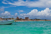 Boat Moored in a Mayan Riviera beach, Mexico — Stock Photo