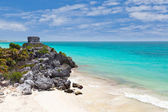 God of Winds Temple guarding Tulum's sea entrance bay — Stock Photo