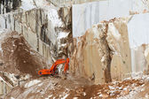 Marble quarry with excavator in Carrara, Tuscany, Italy — Stock Photo