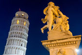 Leaning Tower of Pisa with statue after sunset, Tuscany, Italy — Stock Photo