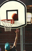 Attempting to score a goal at basketball, outdoors — Stock Photo