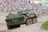 BTR-80 runs an obstacle course — Stock Photo