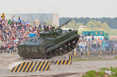 BMP-3 jumps from the ramp — Zdjęcie stockowe