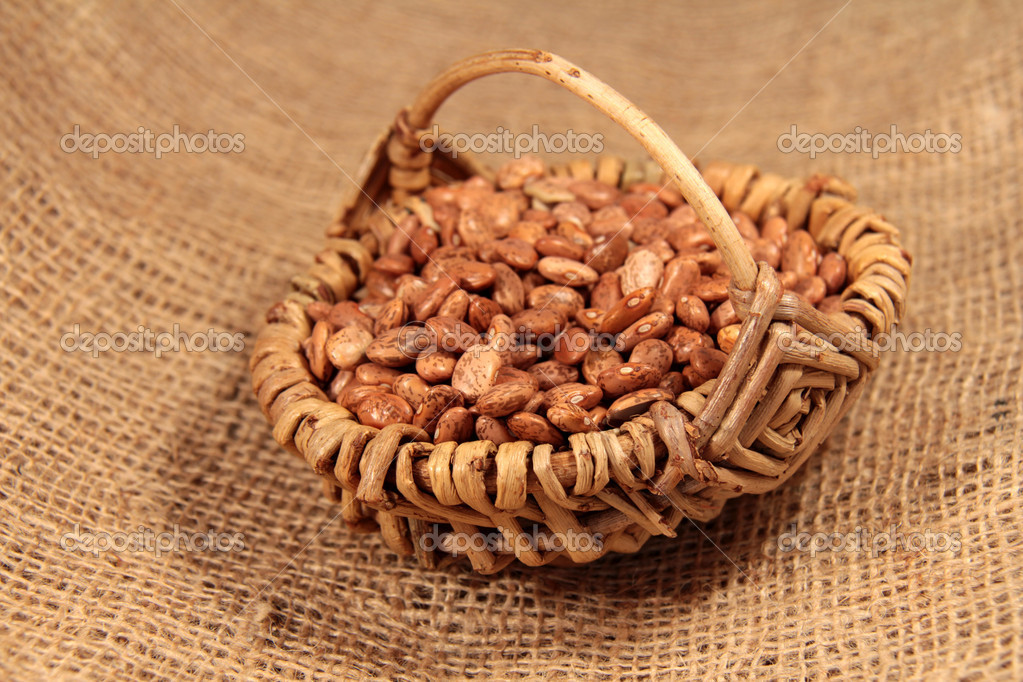 Garden beans in the basket — Stock Photo #11134751