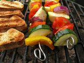 Grilled vegetables skewers and roasted bread — Stock Photo