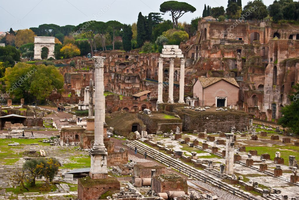 Famous historic Forum Romanum in the centre of Rome — Stock Photo #12407668