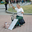 Chinese hand disabled senior man playing a two-stringed bowed in — Photo