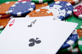 カジノのテーブルにポケット エース — ストック写真
