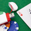 Texas holdem pocket aces on casino table with internet stick con — Foto de Stock