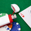 Texas holdem pocket aces on casino table with internet stick con — Stockfoto
