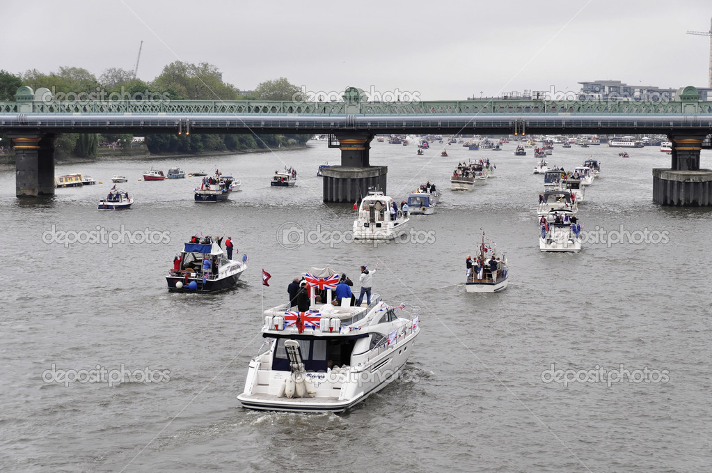 LONDON, UK, Sunday June 3, 2012. Hundred of boats muster on the river Thames in Putney (west London) for the Thames Diamond Jubilee Pageant to celebrate the Queen's Diamond Jubilee. — Stock Photo #10947666