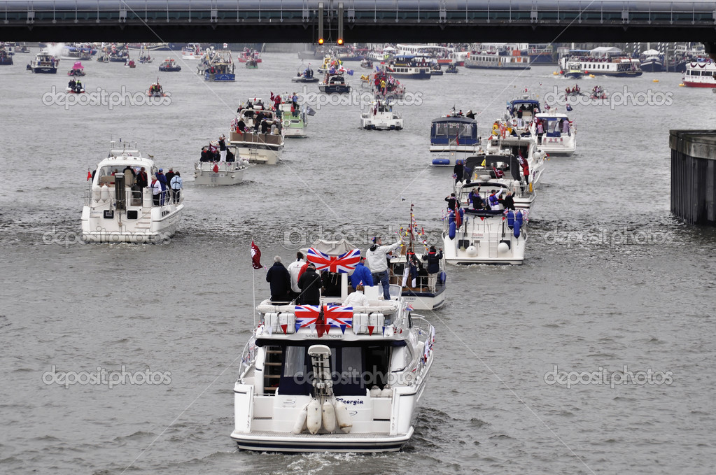 LONDON, UK, Sunday June 3, 2012. Hundred of boats muster on the river Thames in Putney (west London) for the Thames Diamond Jubilee Pageant to celebrate the Queen's Diamond Jubilee. — Stock Photo #10947678