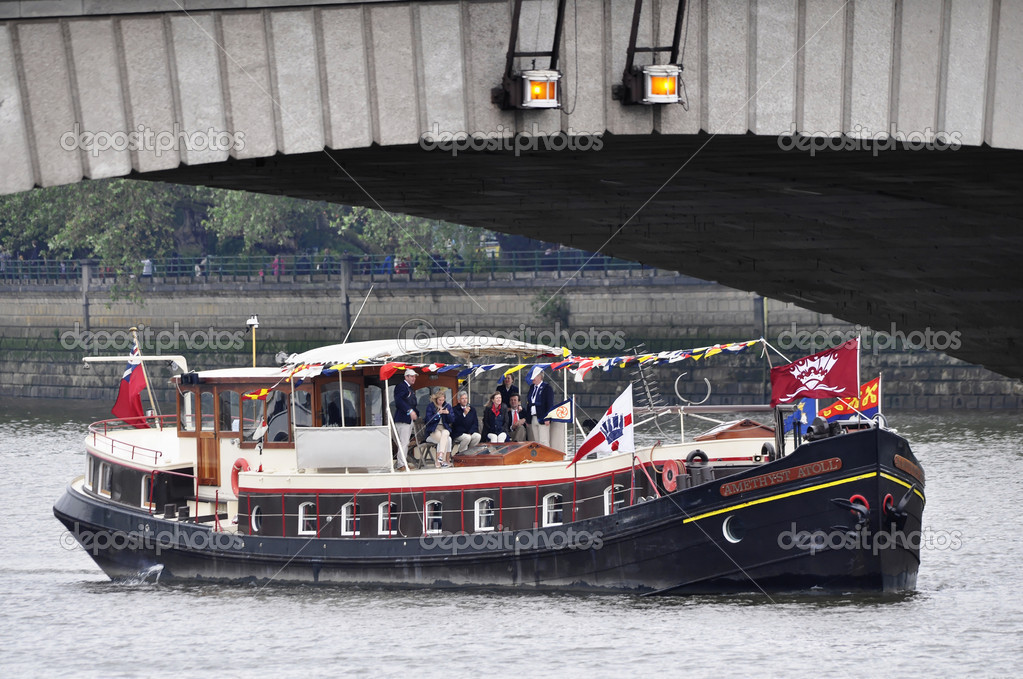 LONDON, UK, Sunday June 3, 2012. Hundred of boats muster on the river Thames in Putney (west London) for the Thames Diamond Jubilee Pageant to celebrate the Queen's Diamond Jubilee. — Stock Photo #10947715