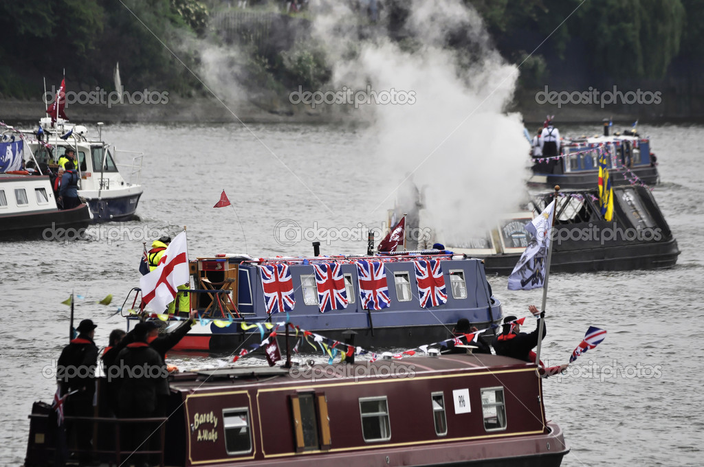 LONDON, UK, Sunday June 3, 2012. Hundred of boats muster on the river Thames in Putney (west London) for the Thames Diamond Jubilee Pageant to celebrate the Queen's Diamond Jubilee. — Stock Photo #10947719