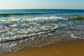 Surf on the shore of the Black Sea (Ukraine) in summer sunny day — Stock Photo